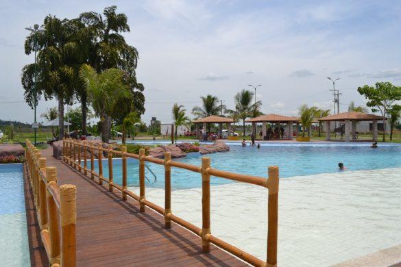 Ponte sobre piscina resort