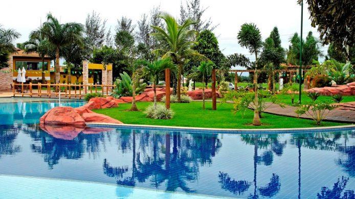 Piscina resort com ilha